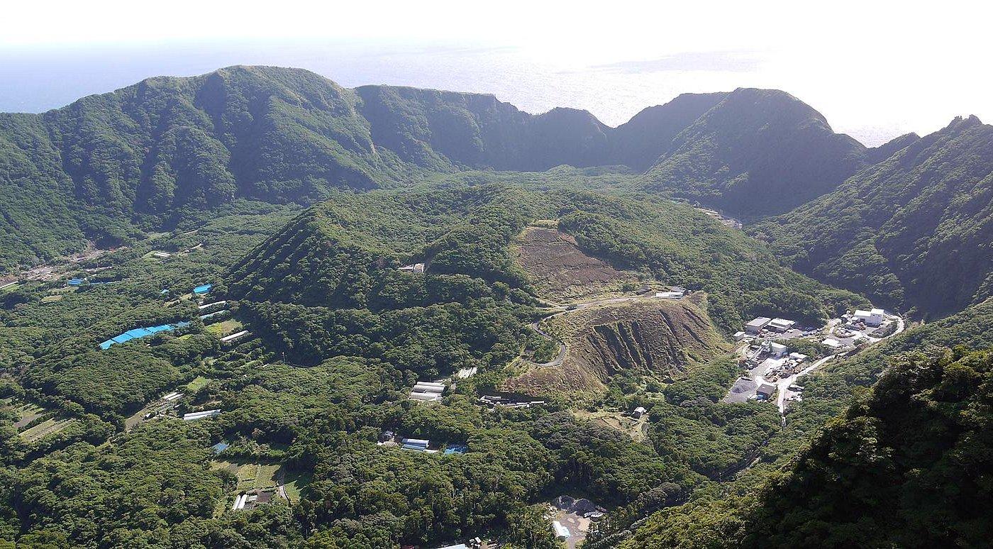 大凸部(おおとんぶ)から見る内輪山「丸山」の眺め。