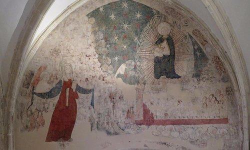 Остатки фрески сомнительной художественной ценности