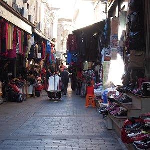 Une des rues du marché