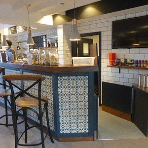 Bar/kitchenette area