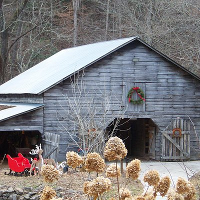 Christmas Barn at the Reece Heritage Center