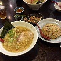 コテコテ麺しょうゆとミニチャーハン