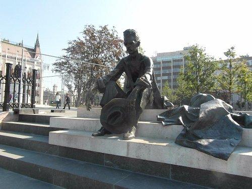 Standbeeld Attila József aan de Donau