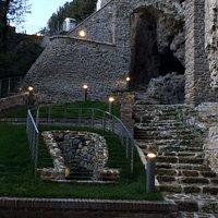 un percorso tra grotte e strapiombo sull'Aniene
