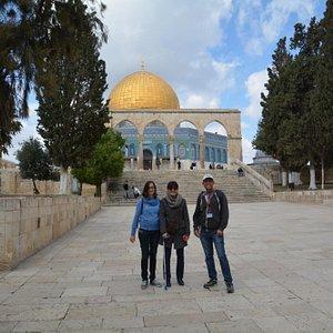 Yoni explaining al about Temple Mount