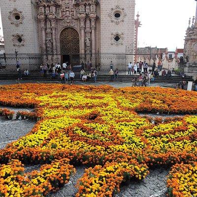 La ofrenda floral del día de muertos en forma de Catrina.