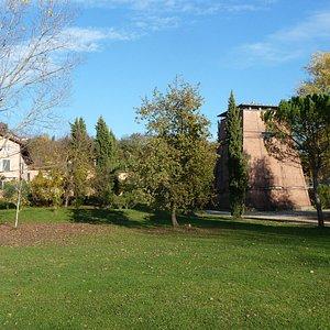 Villa Perusini mit Anwesen und Turm