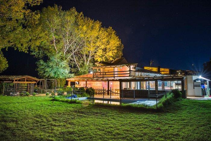 Vista iluminada de Casa rural EL PARAISO