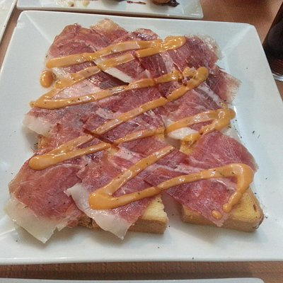 Pan con jamón y salmorejo