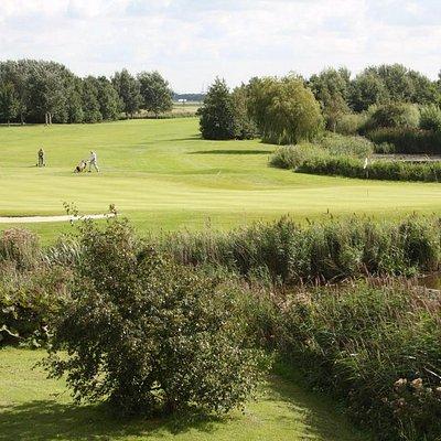 blik vanaf het terras Heemskerkse Golfclub