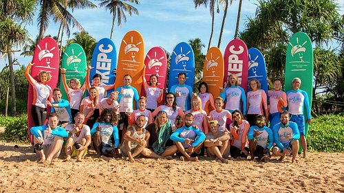 Серфинг - это не только свобода и приключения, но и новые друзья!