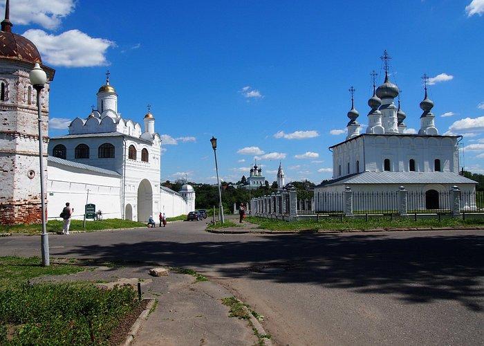 Храм справа