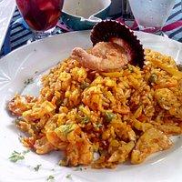 Muy buenos el arroz limeño y la corvina a la macho!!!