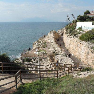 balade le long de la mer, vous pouvez aussi escalader (les marches)!