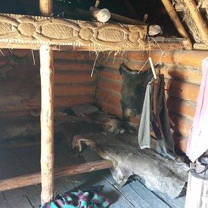 wnętrze chaty