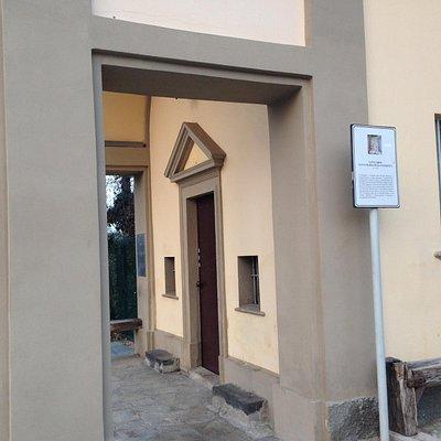 Il portico antistante