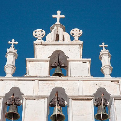 Panagia Aperathitissa church, named after the village of Apiranthos, is located on its main stre