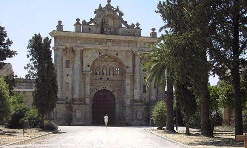 Portada de monasterio de la Cartuja