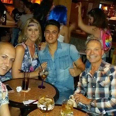 Julio, Sandra Bruman y amios en Porkys