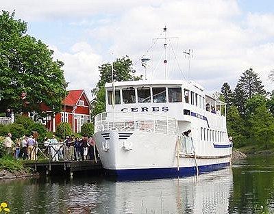PNP Rederis båt M/S Ceres vid brygga i Borgensberg
