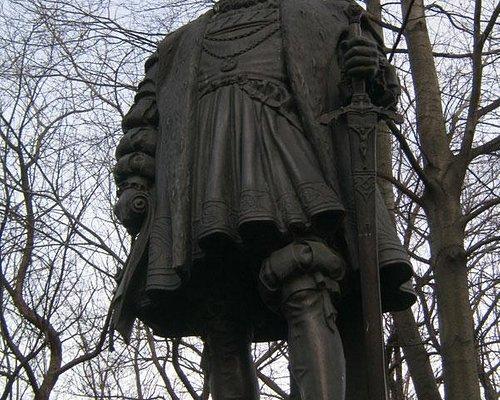 памятник 2