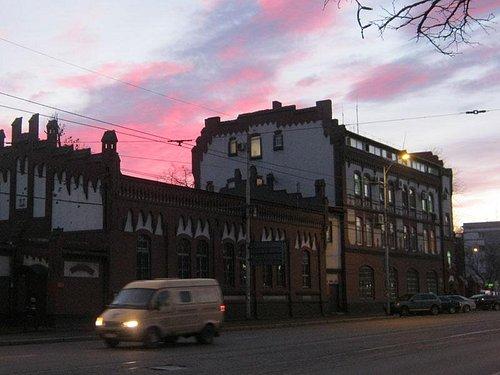 вечернее здание Северной пожарной части