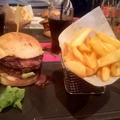 Double burger Rossini et frites
