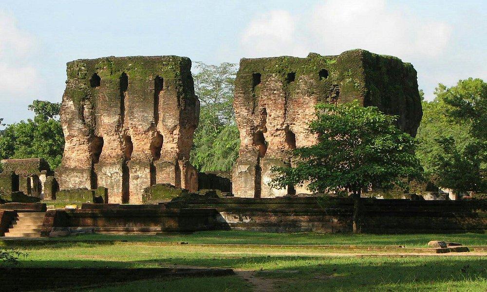 Around polonnaruwa