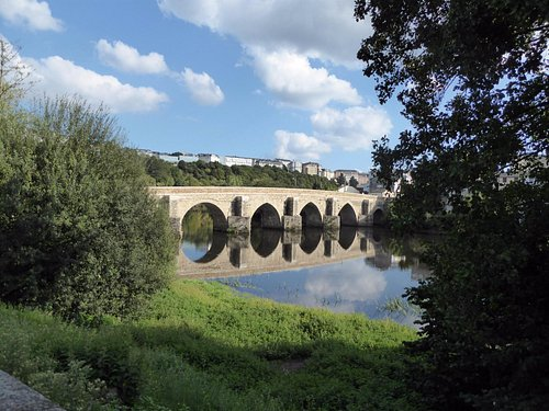 El puente romano en Lugo sobre el río Miño