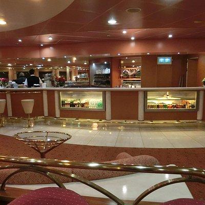 船内のカフェ、バー