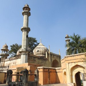 side view of Akbari masjid