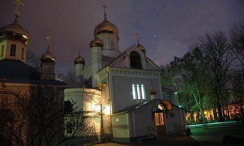 церковь вечером