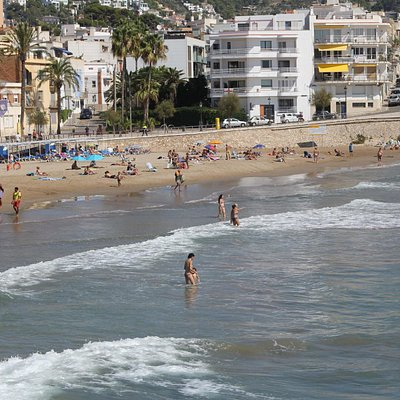 Вид на пляж в середине сентября