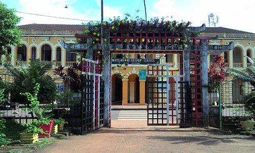 Gate opp Muncipal Building