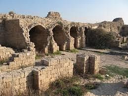 מבט על המחסנים/אורווןת במצודה