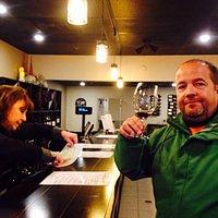 Buena Cata de Vinos de varias regiones de Washington, un poco caras las botellas pero el servici
