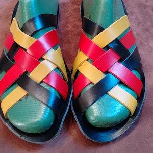 sandali in lavorazione