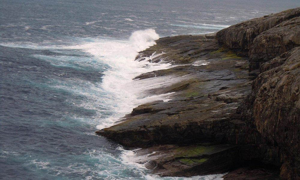 foto della costa e da quelle rocce 'artistiche'...