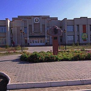 Хвалынск, памятник Петрову - Водкину.
