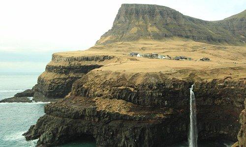 Cachoeira de Mulafossur - Vila