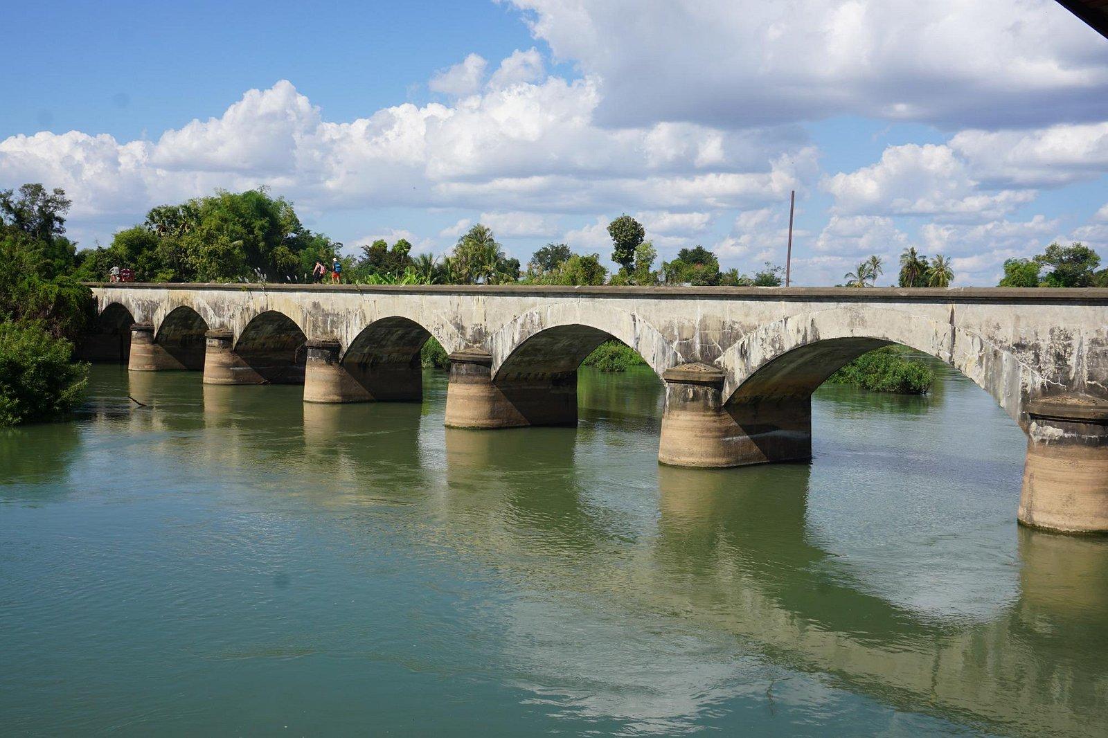 旧鉄道橋です。