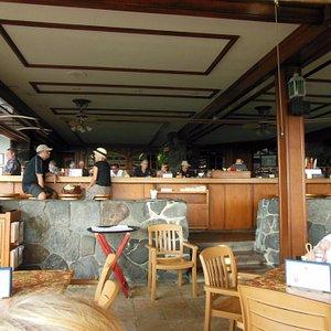 Kona Inn Restaraunt bar-clean heads to the left