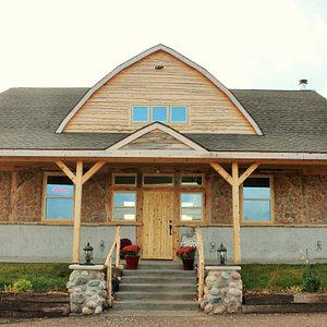 Our beautiful tasting building is finished!