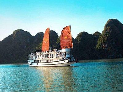 Golden sun cruise in Halong bay