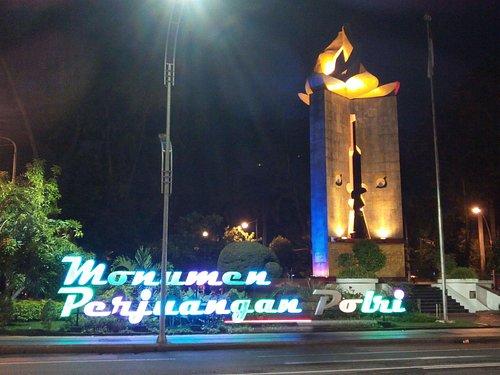 Monumen Perjuangan POLRI yang saya foto pada 24 Desember 2015 malam hari.
