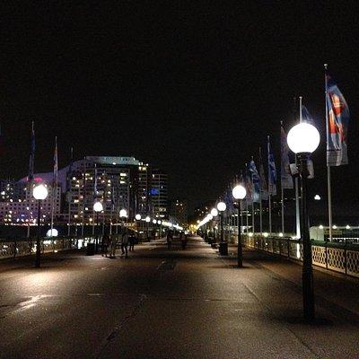 夜のピアモント橋