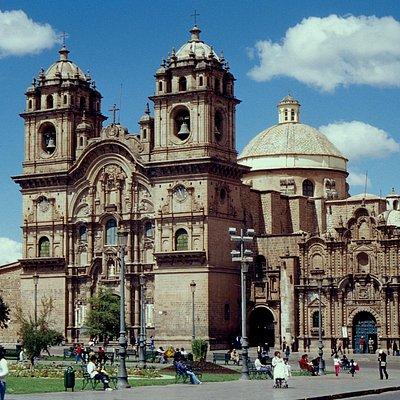 L'edificio che dà su Plaza de Armas
