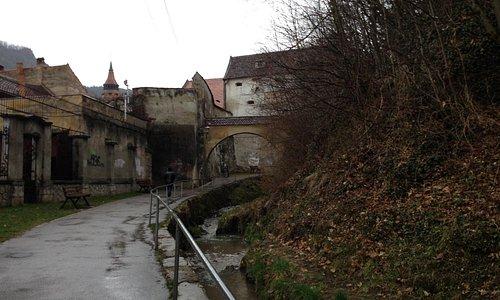 城壁沿いを歩きましょう