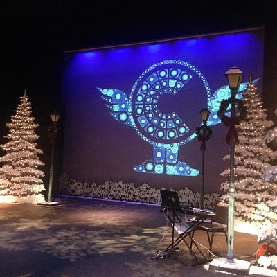 A Wing it Christmas Carol - set photo 2
