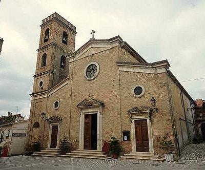 Parrocchiale di San Cristinziano, dalla piazza